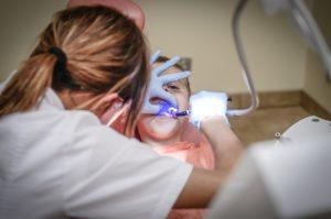 Le dentiste Montpellier, Yann Guez sur l'âge et les appareils dentaires